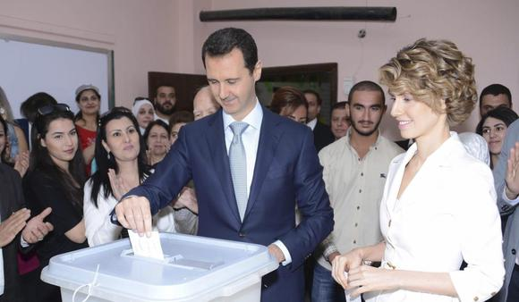 Syria's President Bashar al-Assad and his wife Asma cast their votes in the country's presidential elections at a polling station in Damascus June 3, 2014, in this handout released by Syria's national news agency SANA.  REUTERS/SANA/Handout via Reuter