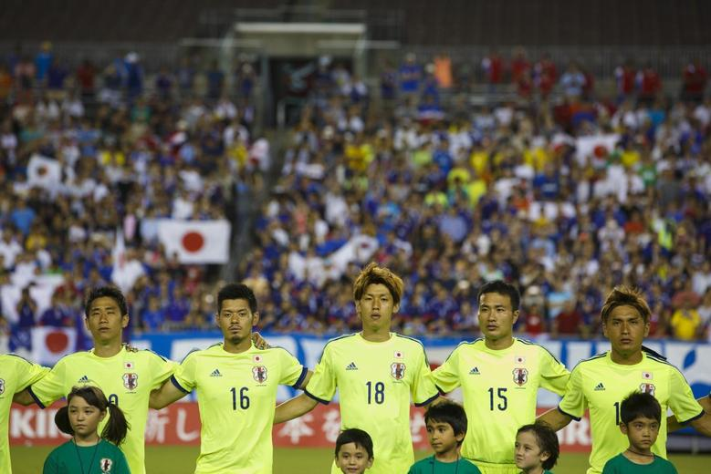 Players of Japan's national team Samurai Blue are seen before their international friendly soccer match against Costa Rica in Tampa, Florida June 2, 2014. REUTERS/Scott Audette