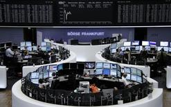 Les Bourses européennes évoluent sans grand changement à la mi-séance jeudi. À Paris, le CAC 40 gagne 0,09% à 4.505,09 points vers 10h40 GMT. À Francfort, le Dax abandonne 0,06% et à Londres, le FTSE cède 0,31%. /Photo prise le 5 juin 2014/REUTERS