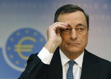 El Banco Central Europeo (BCE) bajó el jueves los tipos de interés a un nuevo mínimo histórico. En la foto, el presidente del BCE Mario Draghi en la rueda de prensa mensual de la institución el 7 de noviembre de 2013. REUTERS/Ralph Orlowski