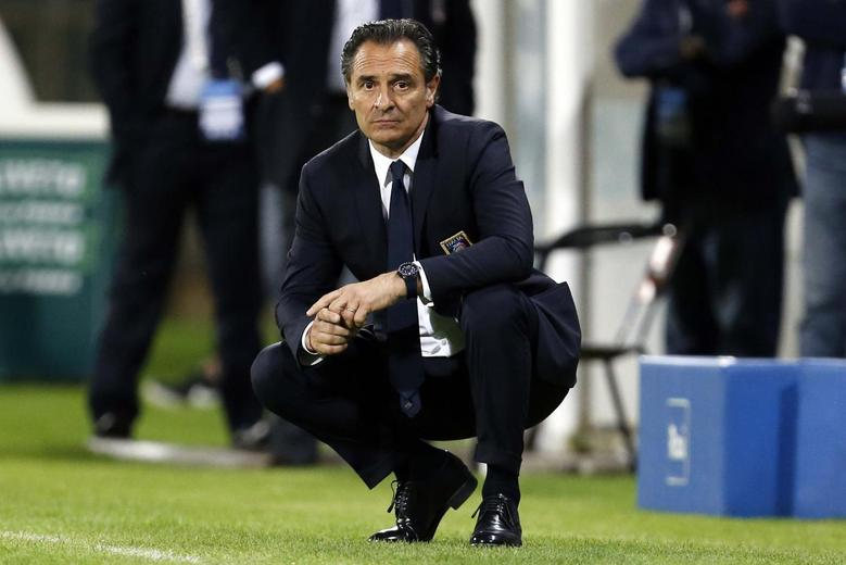 Italy's coach Cesare Prandelli watches their international friendly soccer match against Luxembourg at Renato Curi stadium in Perugia June 4, 2014. REUTERS/Giampiero Sposito