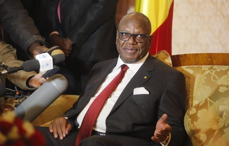 Mali's President Ibrahim Boubacar Keita answers a question upon his arrival at Algiers airport January 18, 2014.  REUTERS/Louafi Larbi