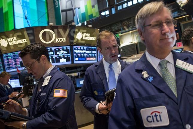 Traders work on the floor of the New York Stock Exchange June 3, 2014. REUTERS/Brendan McDermid