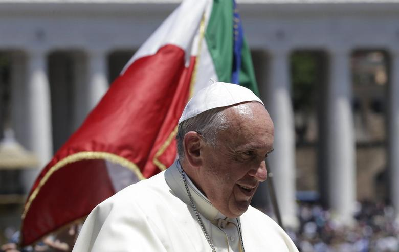 Pope Francis looks on as he rides past an Italian flag during a special audience for Carabinieri paramilitary police in Saint Peter's Square at the Vatican June 6, 2014.  REUTERS/Max Rossi
