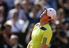 Andy Murray of Britain reacts during his men's semi-final match against Rafael Nadal of Spain at the French Open tennis tournament at the Roland Garros stadium in Paris June 6, 2014.        REUTERS/Vincent Kessler
