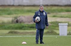 Técnico da seleção do Uruguai, Oscar Tabárez, durante treino da equipe nos arredores de Montevidéu. 21/05/2014 REUTERS/Andres Stapff