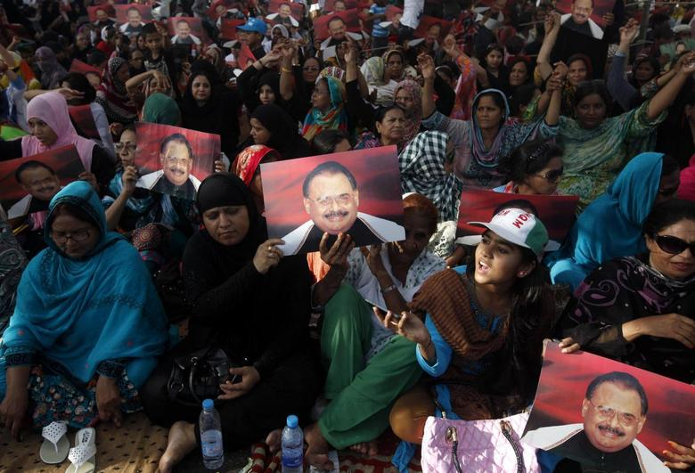 Supporters of Pakistan's Muttahida Quami Movement (MQM) political party hold posters of the party's leader Altaf Hussain while chanting slogans at a gathering to show solidarity with their leader in Karachi June 4, 2014.  REUTERS/Athar Hussain