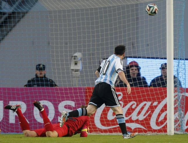 Argentina's Lionel Messi (R) scores his team's second goal past Slovenia's goalkeeper Vid Belec during an international friendly match in preparation for the 2014 World Cup, in Buenos Aires June 7, 2014. REUTERS/Enrique Marcarian