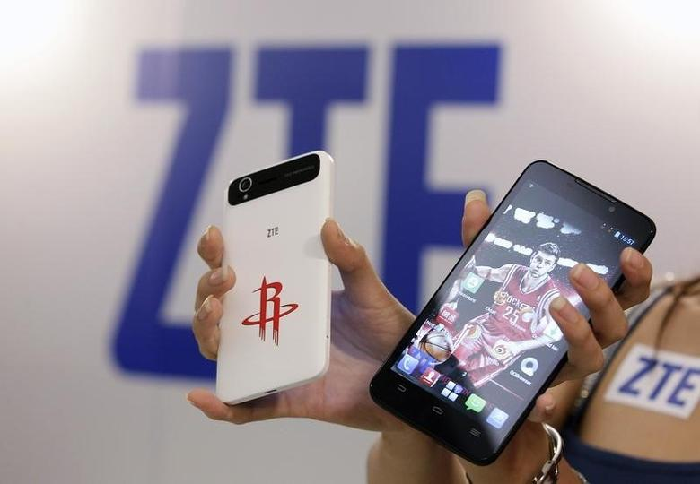 ZTE smartphones Grand Memo Lite (L) and Grand S are displayed during a news conference in Taipei October 12, 2013. REUTERS/Pichi Chuang/Files
