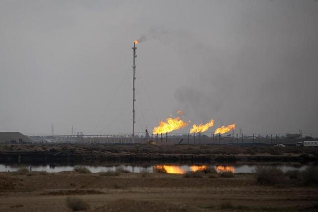 A general view shows the North Rumaila oilfield in the southern city of Basra December 25, 2012.  REUTERS/Atef Hassan
