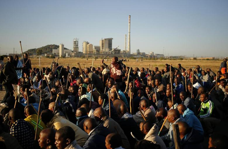 Miners on strike chant slogans as they march in Nkaneng township outside the Lonmin mine in Rustenburg May 14, 2014. REUTERS/Siphiwe Sibeko