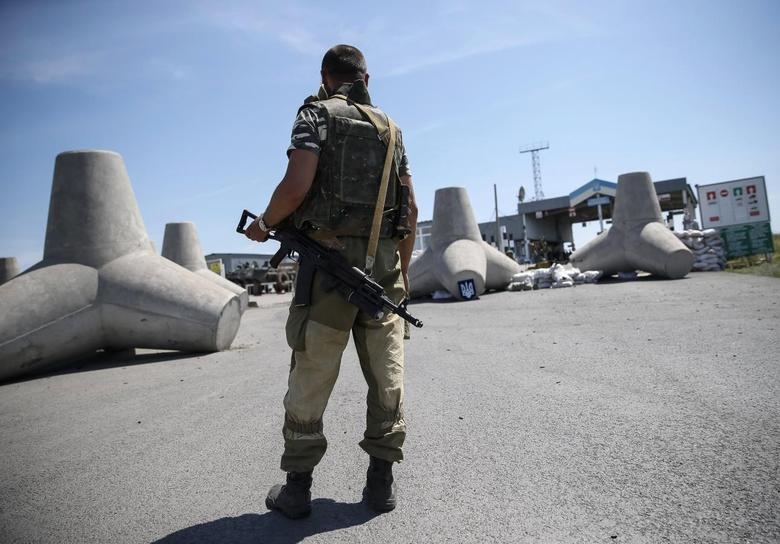 Ukraine, separatists battle to control border with...