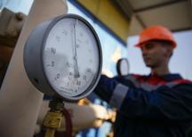 Датчик давления на газокомпрессорной станции под Ужгородом, 21 мая 2014 года. Россия продолжает поставки газа Украине в обычных объемах по истечении крайнего срока погашения долга - 10.00 утра МСК вторника, сообщил источник в Газпроме. REUTERS/Gleb Garanich