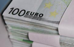 La Banque de France confirme tabler sur une croissance de 0,2% de l'économie française au deuxième trimestre 2014, dans sa deuxième estimation fondée sur son enquête mensuelle de conjoncture de mai. /Photo d'archives/REUTERS/Thierry Roge