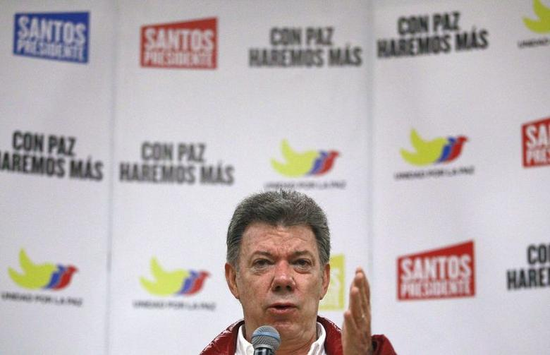Colombia's President and presidential candidate Juan Manuel Santos speaks during a campaign rally event in Bogota June 8, 2014.  REUTERS/Jose Miguel Gomez