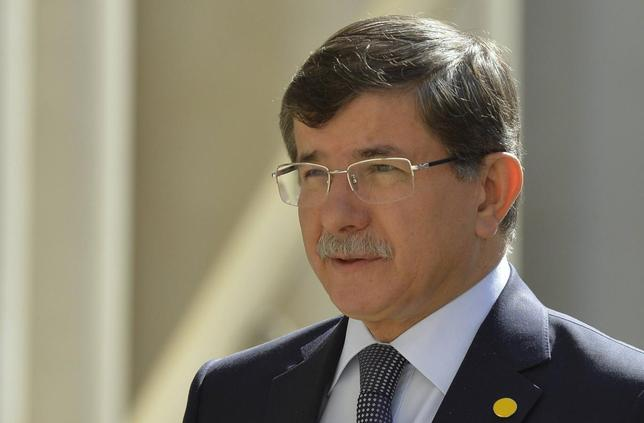 Turkish Foreign Minister Ahmet Davutoglu arrives to attend a Friends of Syria meeting at The Foreign Office in London May 15, 2014. REUTERS/Toby Melville