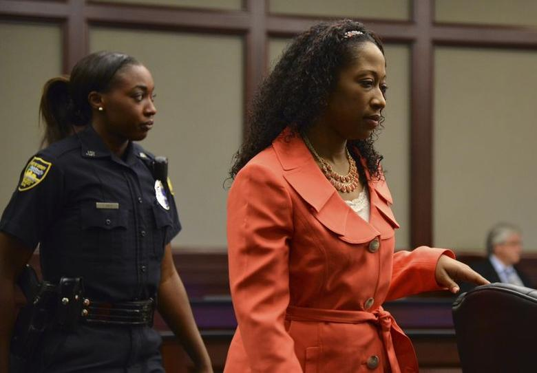 Marissa Alexander enters the courtroom during a hearing in the Duval County Courthouse in Jacksonville, Florida June 10, 2014.   REUTERS/Bob Mack/The Florida Times-Union/Pool