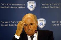 O presidente da Fifa, Joseph Blatter, concede entrevista em Jerusalém em 27 de maio.  REUTERS/Ronen Zvulun