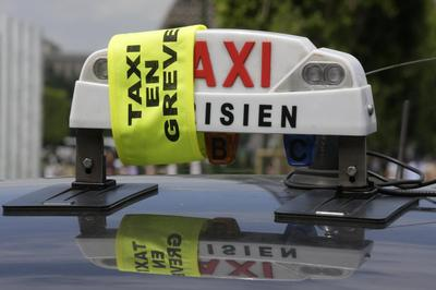 Taxi drivers sow traffic chaos in Europe in battle...