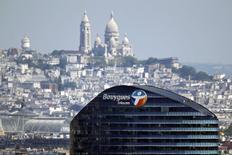 Bouygues Telecom va  supprimer 1.516 emplois dans le cadre d'un nouveau plan de restructuration qui doit lui permettre de subsister en solo dans un marché français des télécoms éprouvé par deux années de guerre des prix. /Photo prise le 16 mai 2014/REUTERS/Charles Platiau