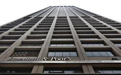 El edificio corporativo de Standard & Poor's en Nueva York, 5 de febrero de 2013. La agencia de calificación Standard & Poor's subió el miércoles la nota crediticia soberana de Paraguay a 'BB' desde 'BB-', porque espera un crecimiento económico sostenido gracias al impulso del Gobierno a la inversión en infraestructura y un manejo macroeconómico cauto. REUTERS/Brendan McDermid
