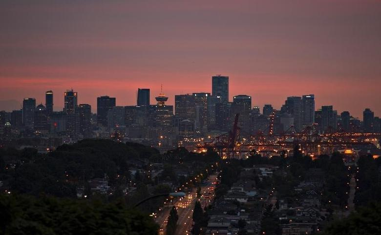 The downtown of Vancouver, British Columbia is pictured at sunset July 31, 2013.   REUTERS/Andy Clark
