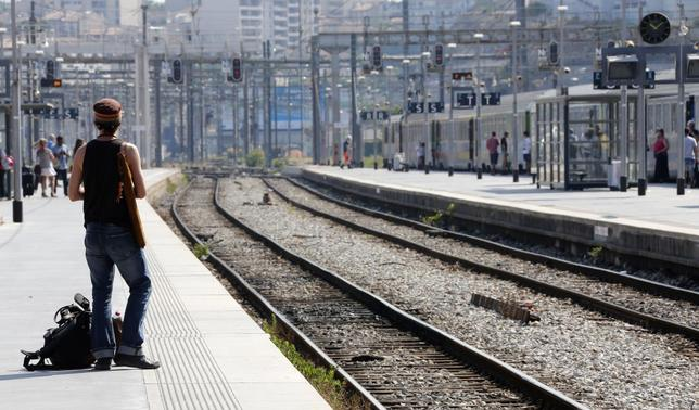 A commuter waits for a train during a nationwide strike by French SNCF railway workers at Marseille train station, June 12, 2014.  REUTERS/Jean-Paul Pelissier