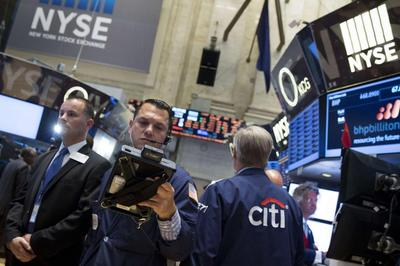 Wall St. slides on concerns about Iraq