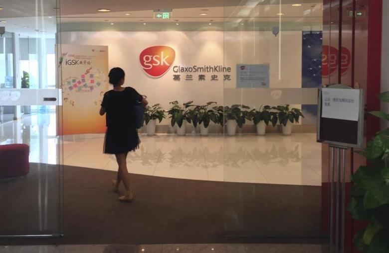 A Chinese employee walks into a GlaxoSmithKline (GSK) office in Beijing, July 19, 2013. REUTERS/Jason Lee/Files