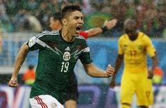 Mexico's Oribe Peralta celebrates his goal against Cameroon during their 2014 World Cup Group A soccer match at the Dunas arena in Natal June 13, 2014.  REUTERS/Jorge Silva