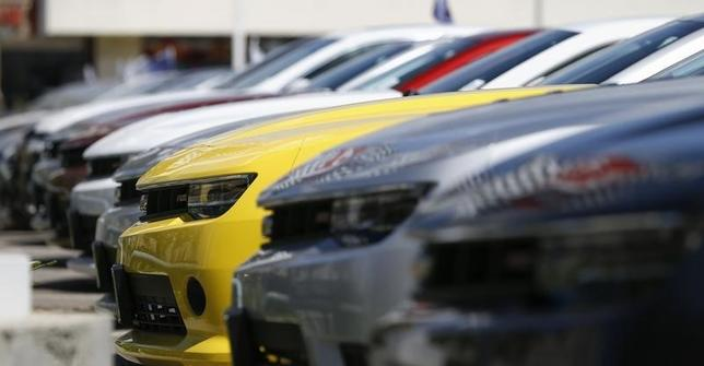 A group of Chevrolet Camaro cars for sale is pictured at a car dealership in Los Angeles, California April 1, 2014.REUTERS/Mario Anzuoni/Files