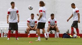 Jogadores da seleção da Suíça treinam em Porto Seguro, antes da estreia na Copa do Mundo. 13/6/2014 REUTERS/Arnd Wiegmann