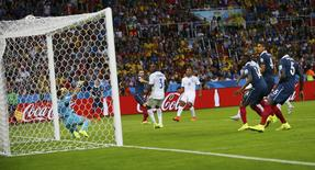 France's Karim Benzema scores past goalkeeper Noel Valladares of Honduras to complete his hat trick during their 2014 World Cup Group E soccer match at the Beira Rio stadium in Porto Alegre, June 15, 2014. REUTERS/Damir Sagolj