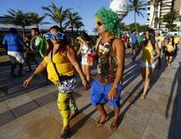 Torcedores brasileiros e estrangeiros passeiam pelas ruas de Fortaleza. 12/6/2014.  REUTERS/Mike Blake