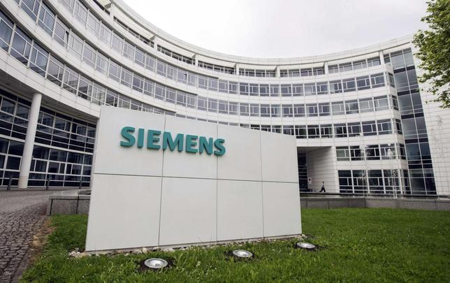 A Siemens logo is pictured at an office building of Siemens AG in Munich, in this file picture taken May 30, 2014.  REUTERS/Lukas Barth/Files