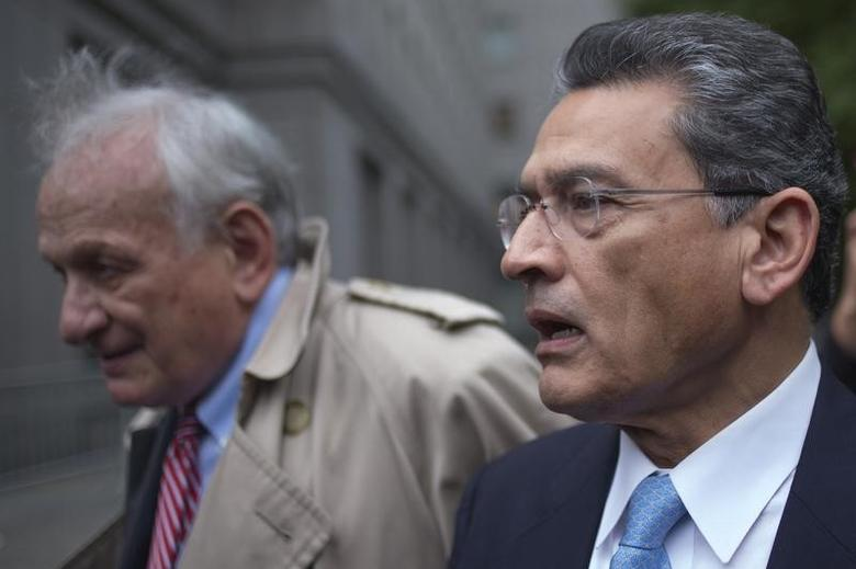 Former Goldman Sachs Group Inc board member Rajat Gupta leaves the U.S. District Court with his lawyer Gary Naftalis after he was sentenced in Manhattan, New York October 24, 2012.   REUTERS/Adrees Latif/Files