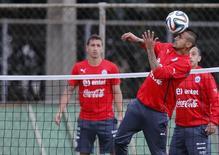 Chileno Vidal durante treino em Belo Horizonte. 12/06/2014   REUTERS/Sergio Moraes