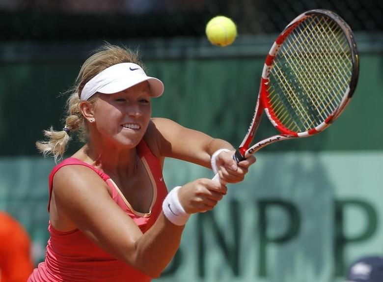 Michaella Krajicek of Netherlands returns the ball to Petra Martic of Croatia during the French Open tennis tournament at the Roland Garros stadium in Paris May 28, 2012.        REUTERS/Gonzalo Fuentes