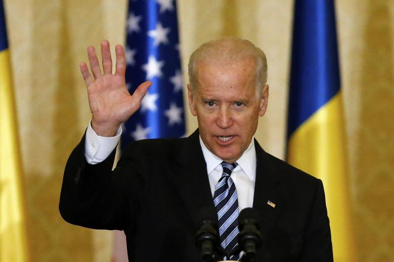 U.S. Vice President Joe Biden waves at the end of a speech to students, young activists and officials at Cotroceni presidential palace in Bucharest May 21, 2014.  REUTERS/Bogdan Cristel