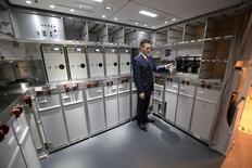 Zodiac Aerospace affiche une hausse de son chiffre d'affaires trimestriel, porté par ses systèmes aéronautiques et ses sièges d'avions, et dit avoir finalisé sa troisième acquisition de l'exercice en cours. L'équipementier aéronautique prévoit également un rattrapage au second semestre de ses activités de sièges et de cuisines d'avions et a finalisé début juin l'acquisition de l'américain Greenpoint Technologies, spécialiste des aménagements de cabines pour jets basés sur les long-courriers 747-8 et le 787 de Boeing. /Photo d'archives/REUTERS/Aaron Harris