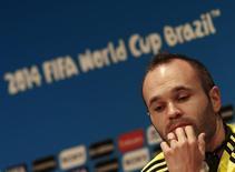 Espanhol Andres Iniesta participa de entrevista à imprensa no Maracanã. 17/6/ 2014.   REUTERS/Ricardo Moraes