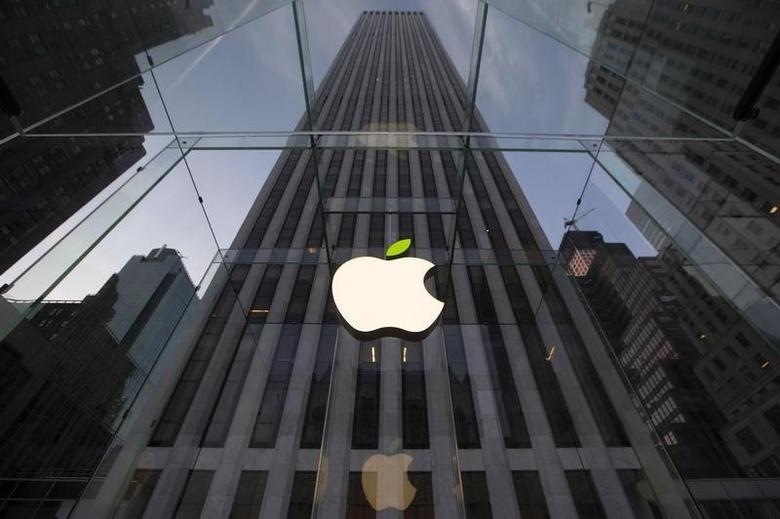 The leaf on the Apple symbol is tinted green at the Apple flagship store on 5th Ave in New York April 22, 2014. Employees and signage have been themed green to mark Earth Day.  REUTERS/Brendan McDermid/Files