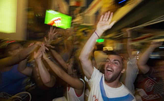 Fans cheer after the U.S. scored a second goal during the 2014 Brazil World Cup Group G soccer match between Ghana and the U.S. at a viewing party at Lucky Baldwins pub in Pasadena, California June 16, 2014.  REUTERS/Mario Anzuoni