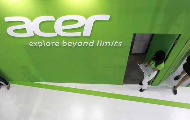 An employee uses an Acer laptop at the company's booth during the 2014 Computex exhibition at the TWTC Nangang exhibition hall in Taipei June 3, 2014. REUTERS/Pichi Chuang
