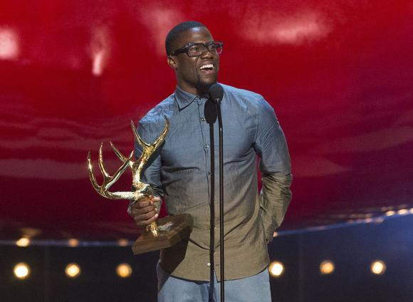 Actor Kevin Hart accepts the King of Comedy award at the eighth annual Spike TV's ''Guys Choice'' awards in Culver City, California June 7, 2014. REUTERS/Mario Anzuoni