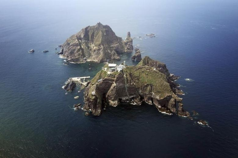 A set of remote islands called Dokdo in Korean and Takeshima in Japanese is seen in this picture taken from a helicopter carrying South Korean President Lee Myung-bak (not pictured), east of Seoul August 10, 2012.  REUTERS/The Blue House/Handout