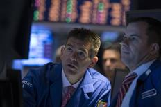 Wall Street a ouvert jeudi en très légère hausse après la publication d'un indicateur signalant une amélioration sur le front de l'emploi aux Etats-Unis. Le Dow Jones gagnait 0,03% dans les premiers échanges. /Photo prise le 18 juin 2014/ REUTERS/Brendan McDermid