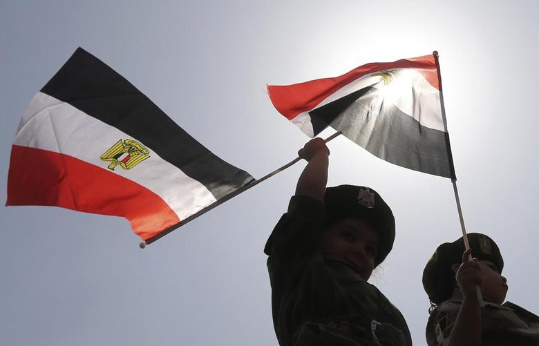 Children in army uniforms wave Egyptian flags outside a polling station on the second day of voting in the Egyptian election in Cairo, May 27, 2014.  REUTERS/Amr Abdallah Dalsh
