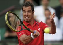 Richard Gasquet of France returns a forehand to Fernando Verdasco of Spain during their men's singles match at the French Open tennis tournament at the Roland Garros stadium in Paris May 31, 2014.         REUTERS/Gonzalo Fuentes