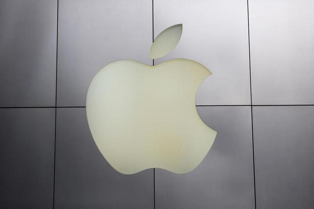 6月19日、台湾の広達電脳は7月から、米アップルの初代スマートウォッチの本格生産を始める。写真はアップルのロゴマーク。サンフランシスコで1月撮影(2014年 ロイター/Robert Galbraith)